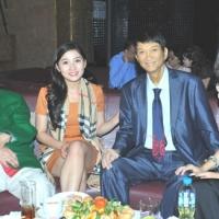 Ca sĩ Duy Quang và người thân trong tiệc sinh nhật (4/11/2012) tại Sài Gòn