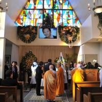 Nơi đặt quan tài của ông, bên trong nhà quàn Memorial Park ( Lakeside Chapel)