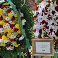 Sáng thứ Năm 27 tháng 12 . Tang lễ ca sĩ Duy Quang đã diễn ra tại Memorial Park ( Lakeside Chapel) thành phố Westminster ,Orange County (Nam California)