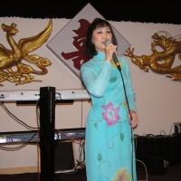 Quỳnh Giao trên sân khấu Festival Văn Hóa Dallas 2005