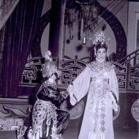 Phạm Lãi (Phùng Há) và Tây Thi (Kim Cúc) trong tuồng Tây Thi gái nước Việt