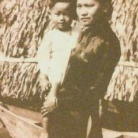 Nhạc sĩ Lam Phương bên mẹ