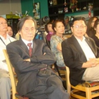 Từ trái, nhà văn Nguyễn Đình Toàn, nhà văn Tô Thẩm Huy và hiền thê.