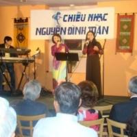 Ca sĩ Bích Vân và Phương Nga (Houston)