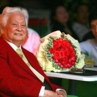 Nhạc sĩ Phạm Duy trong đêm sinh nhật mừng thọ 92 tuổi vào năm 2011_1