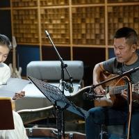 Nhạc sĩ Quốc Bảo và ca sĩ Tiêu Châu Như Quỳnh trong một buổi tập bài hát mới